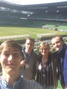 ein gelungener Tag im Weserstadion v.l. Mark-Philip Schaub, Niklas Dickmann, Britta Conrad, Simon Niermann